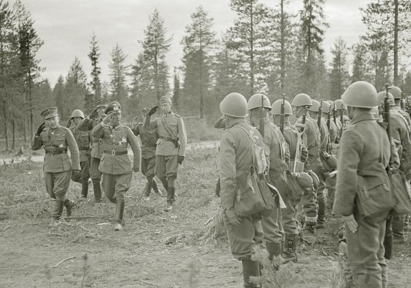 4277 - Они же на смотре пехотной части из состава 3-го армейского корпуса финской армии, конец июня 1941 г.