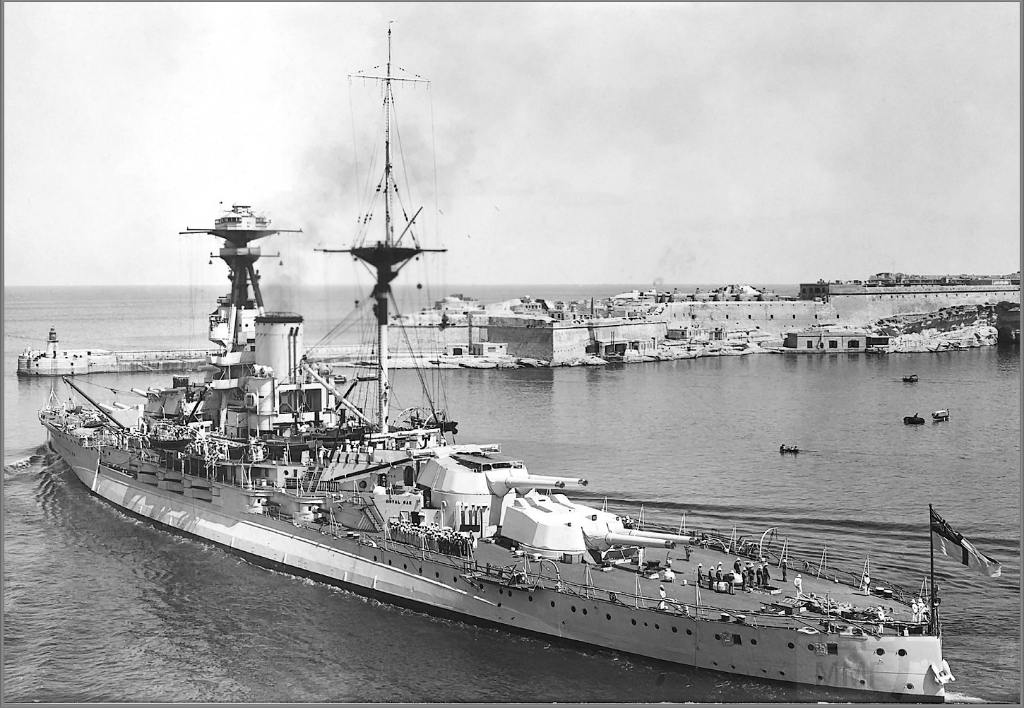 4333 - Battleship HMS Royal Oak departing the Grand Harbour, Valetta, Malta, circa 1937