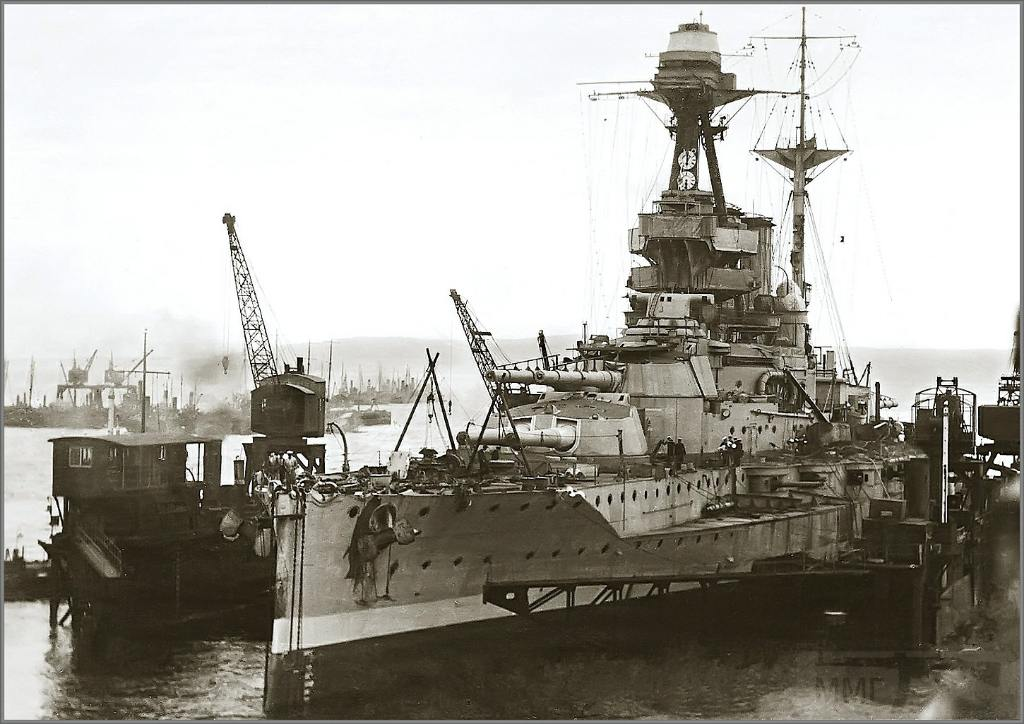 4336 - Battleship HMS Valiant in floating dock at Invergordon, late 1918 or 1919