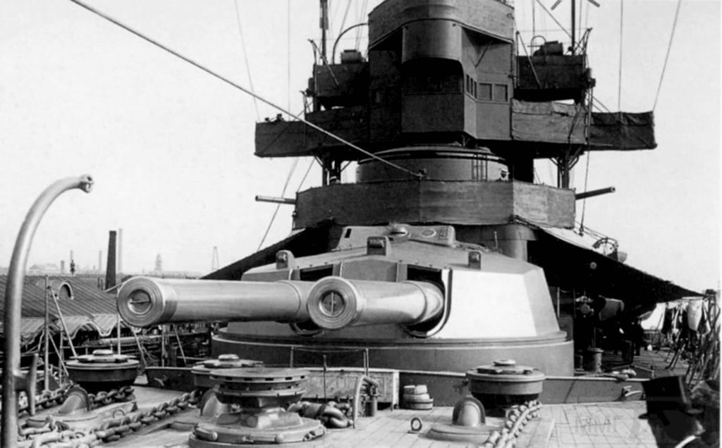 4376 - HMS New Zealand guns