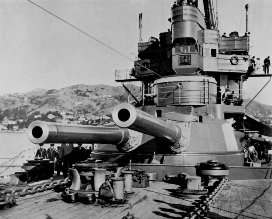 4385 - HMS New Zealand guns