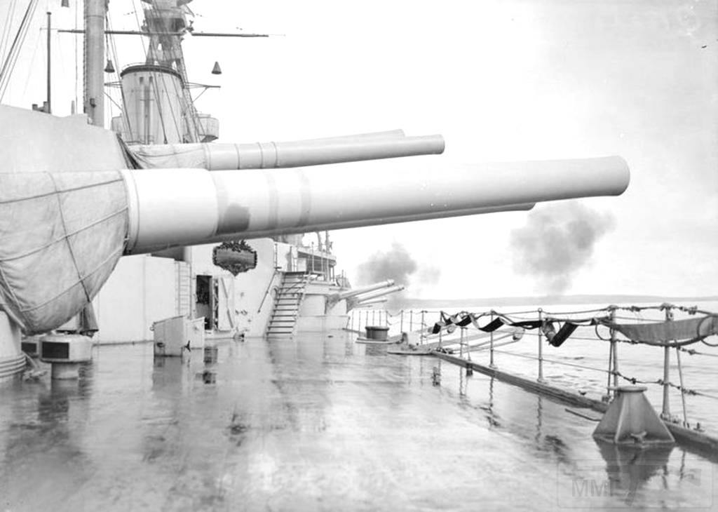 4397 - Gunnery practice aboard 15 in 'R' class battleship HMS Royal Oak in 1918