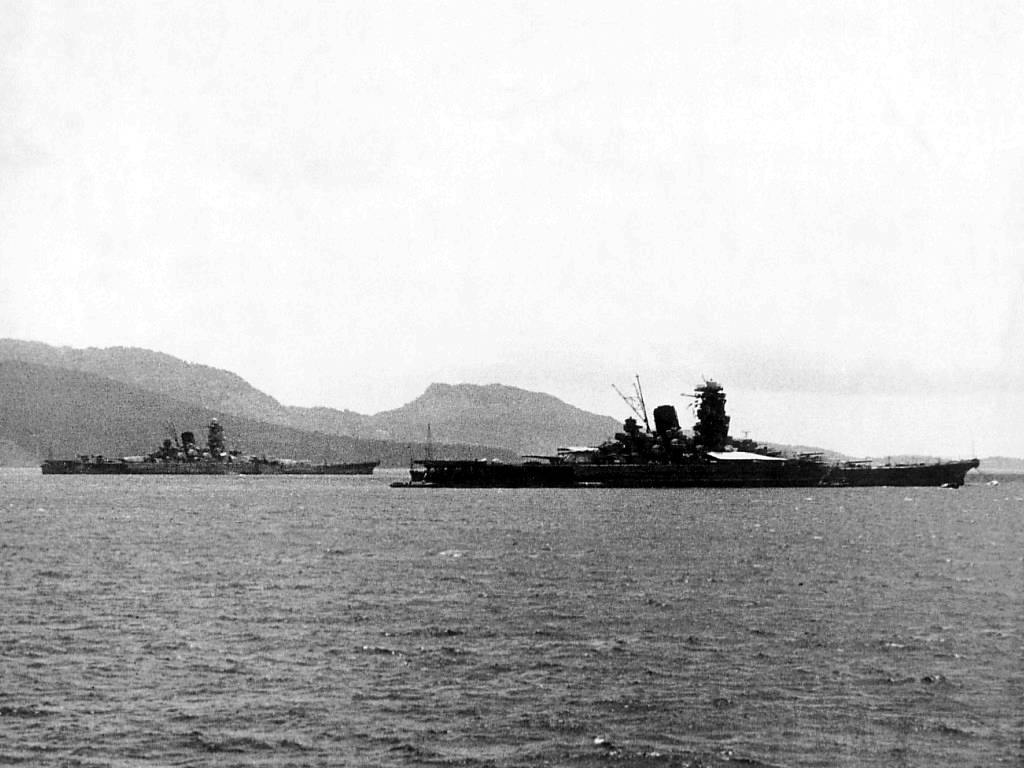 4417 - IJN Yamato and IJN Musashi at Truk in 1943