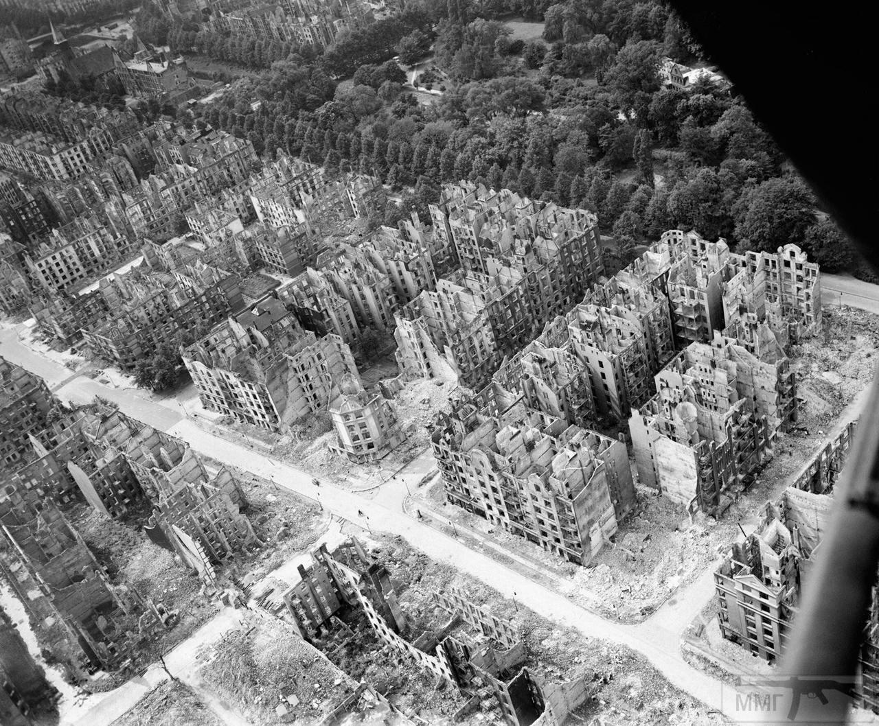 44183 - Стратегические бомбардировки Германии и Японии