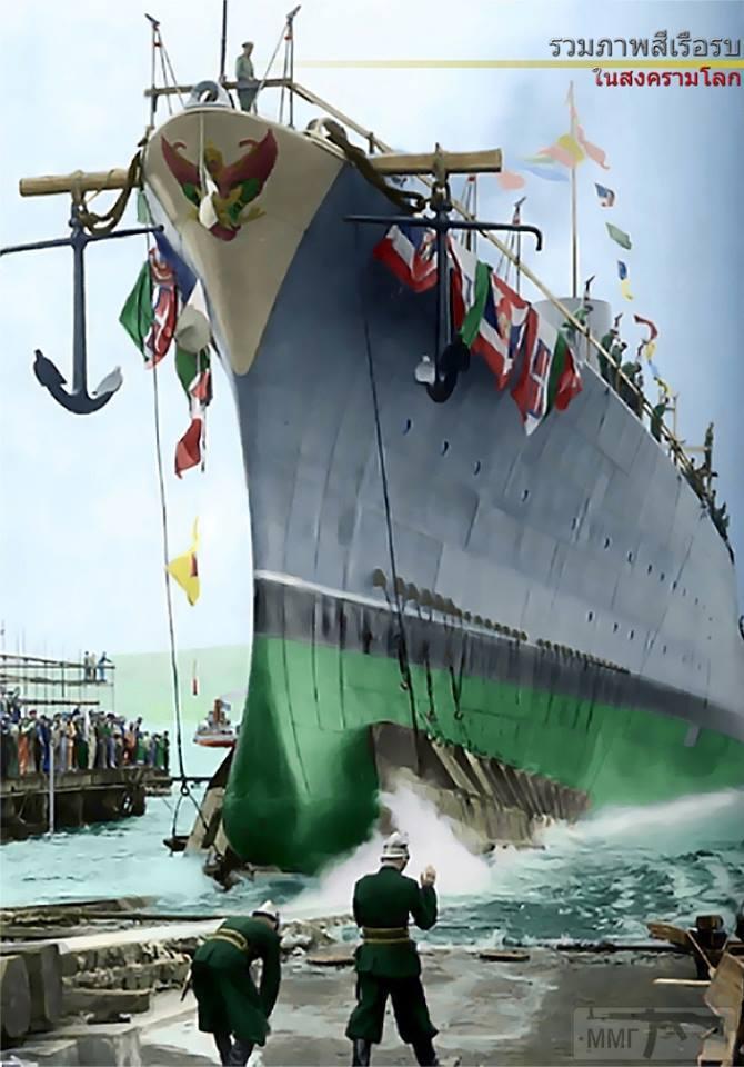 44405 - Легкий (малый) крейсер Naresuan Сиамских ВМС, ставший впоследствии Vesuvio, во время спуска на воду 6 августа 1941 г.