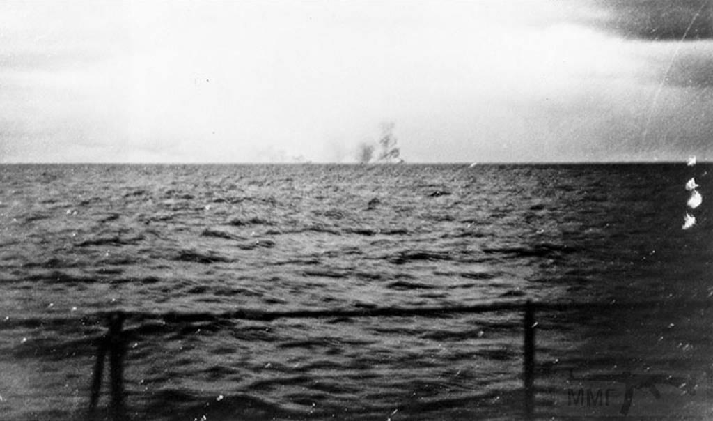 4481 - Взрыв HMS Hood - снимок сделан с борта крейсера Prinz Eugen