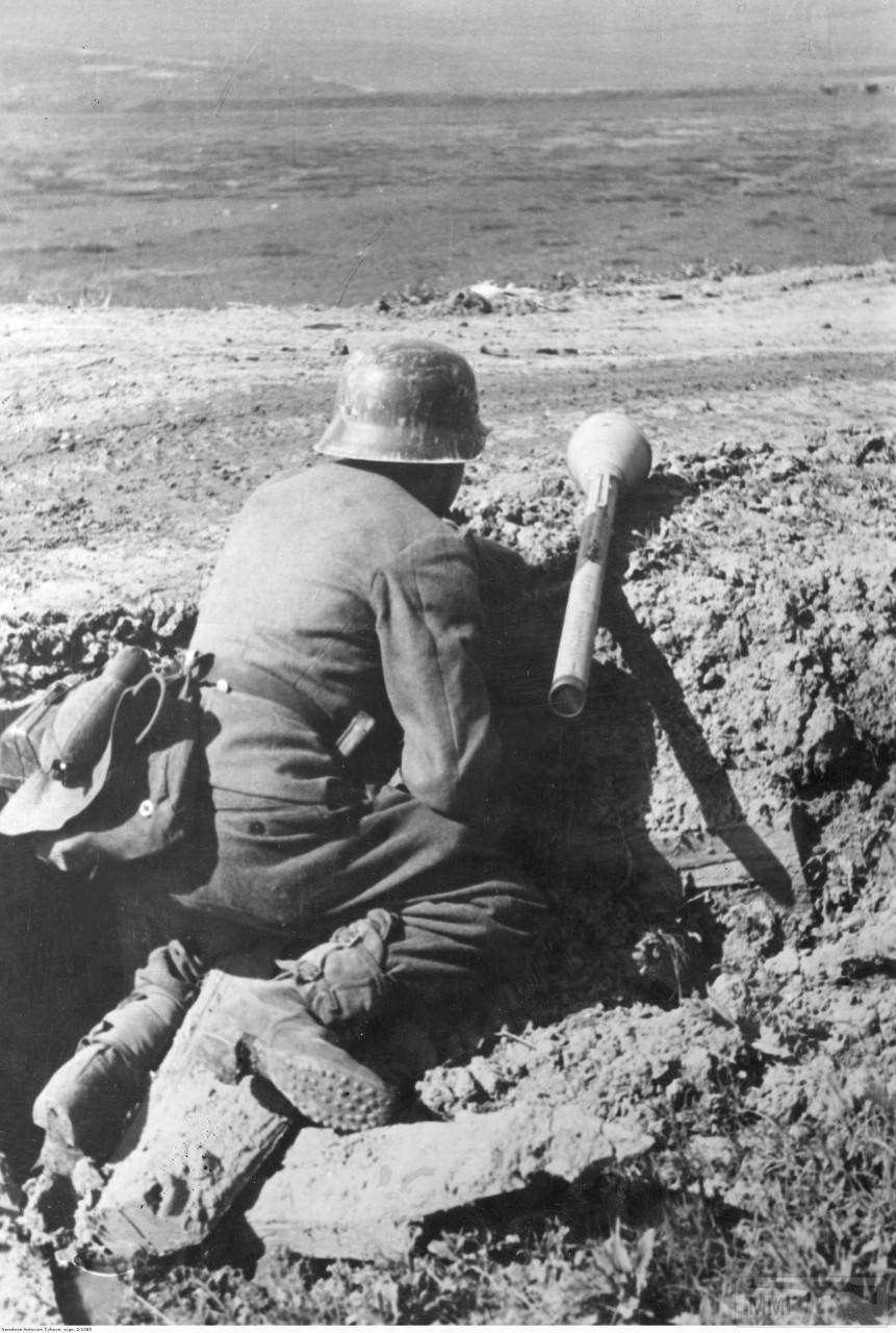 44828 - Ручной противотанковый гранатомет Panzerfaust (Faustpatrone)
