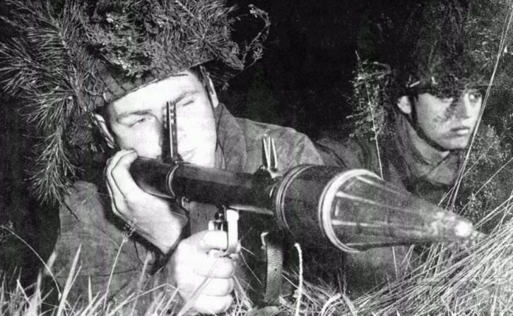 44877 - Ручной противотанковый гранатомет Panzerfaust (Faustpatrone)