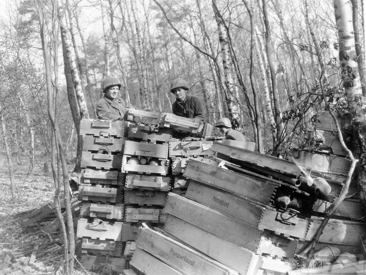 44885 - Ручной противотанковый гранатомет Panzerfaust (Faustpatrone)