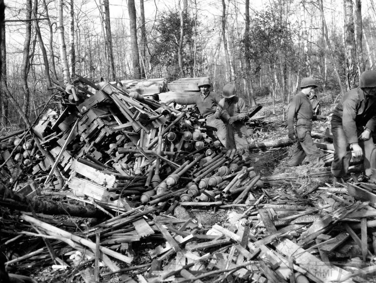 44886 - Ручной противотанковый гранатомет Panzerfaust (Faustpatrone)