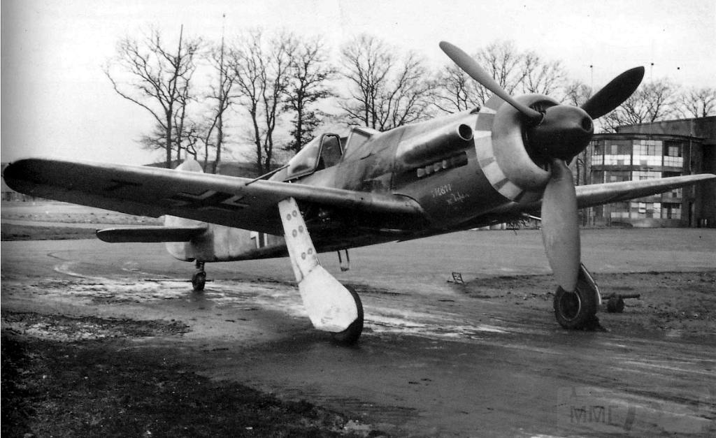 4524 - Focke-Wulf Ta 152 - немецкий высотный перехватчик, разработанный Куртом Танком и производившийся фирмой «Фокке-Вульф» в конце 1944 — начале 1945 годов. Всего произведено менее 50 шт.