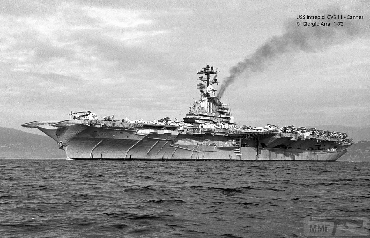 45726 - USS Intrepid (CV-11) в Канне, январь 1973 г.