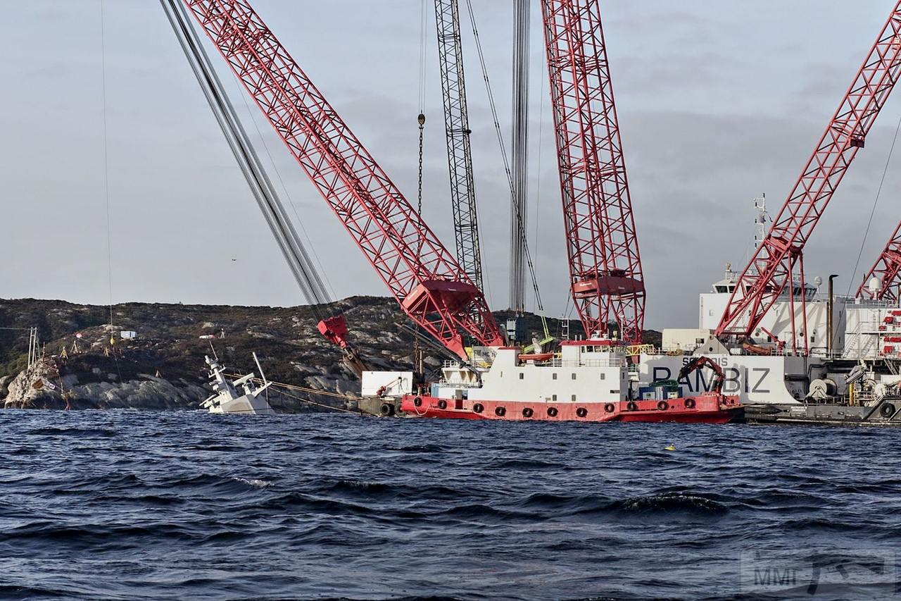 45972 - Работы на затонувшем фрегате Helge Ingstad