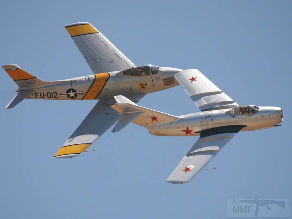 """4599 - МиГ-15 и F-86 """"Sabre"""" в совместном показательном полёте"""
