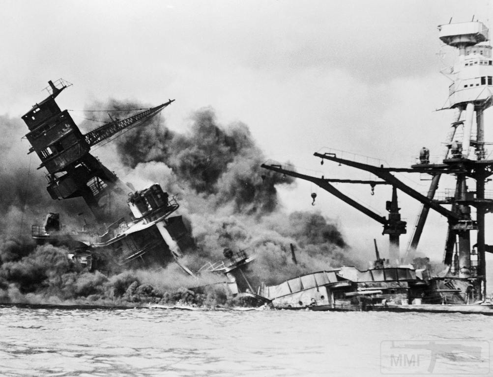 4616 - USS Arizona after Japanese attack