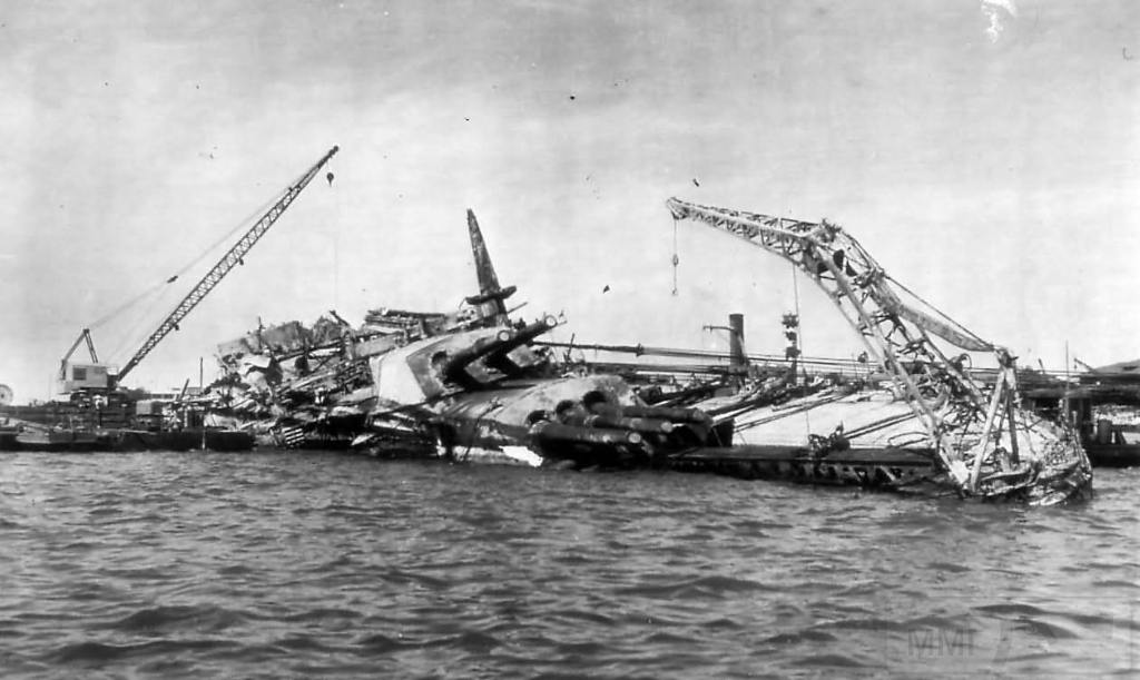 4619 - Поднятие линкора USS Oklahoma (BB-37) в 1943 году