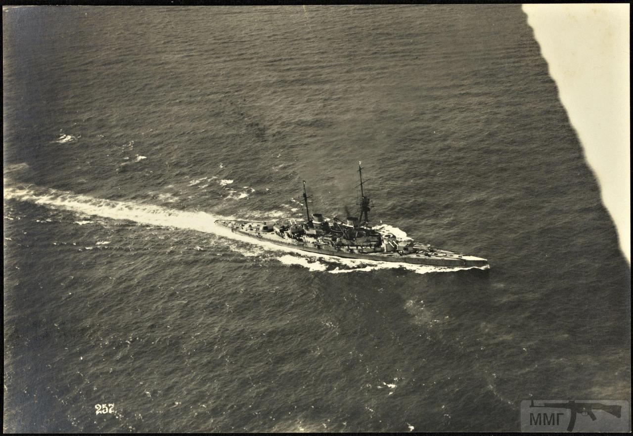 46373 - Германская флотилия идет к Гельголанду, 18 августа 1917 г. Головным новейший дредноут SMS Baden