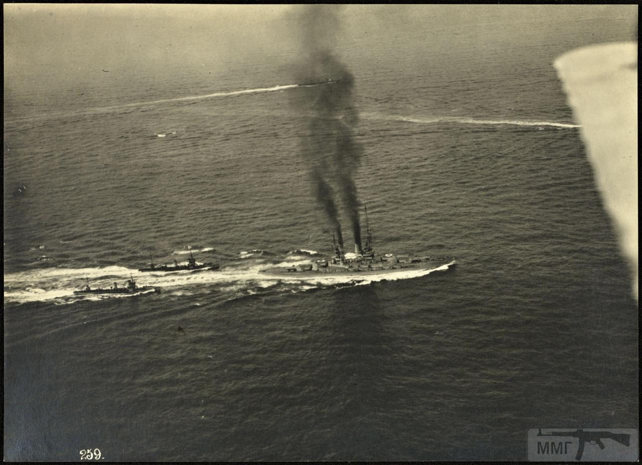 46374 - Германская флотилия идет к Гельголанду, 18 августа 1917 г. Головным новейший дредноут SMS Baden