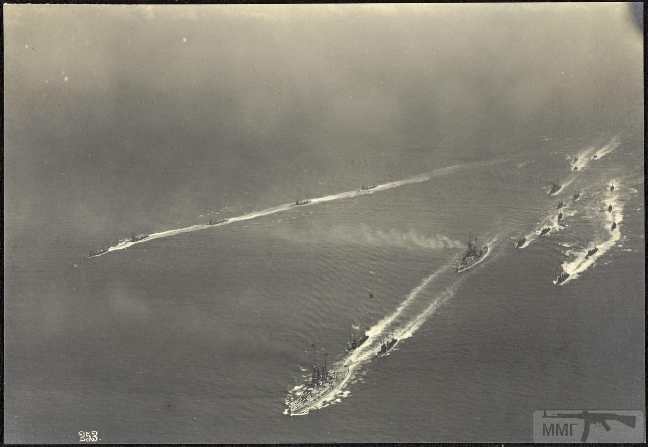 46377 - Германская флотилия идет к Гельголанду, 18 августа 1917 г. Головным новейший дредноут SMS Baden