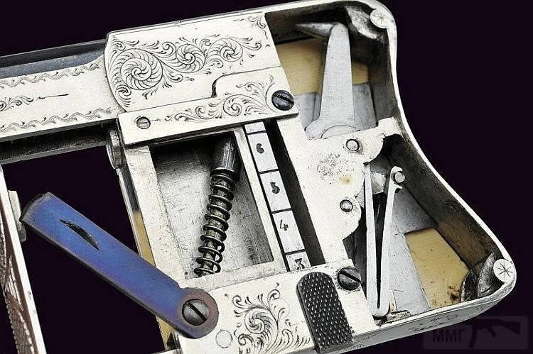 4705 - Французский пистолет-эспандер «Чудесный» (Squeeze Palm Pistol Le Merveilleux)