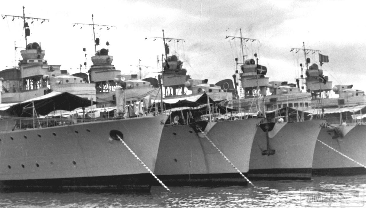 48550 - Эсминцы Saetta, Baleno, Folgore и Fulmine в Генуе, май 1938 г.
