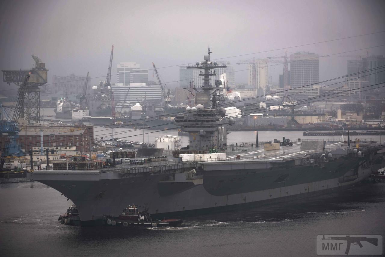 48576 - USS George H. W. Bush (CVN-77)