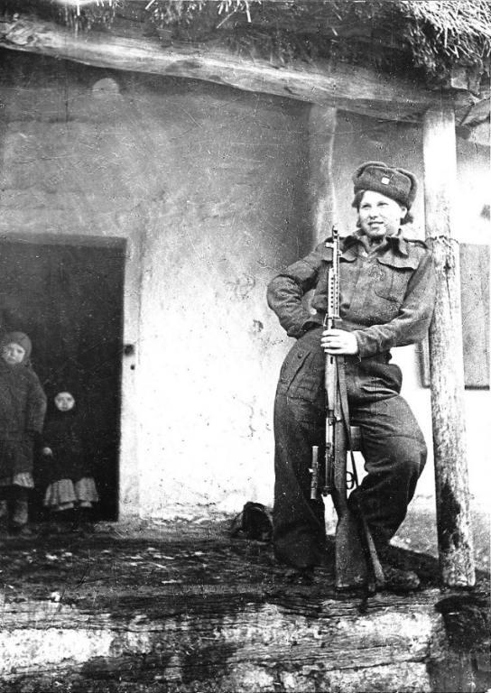 4922 - Снайпер чехословацкого батальона Валентина Биньевска