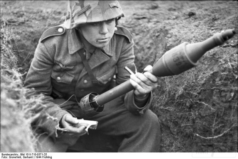 4959 - Реактивный противотанковый гранатомет RPzB.43 Ofenrohr Офенрор / RPzB.54 Panzerschreck Панцершрек