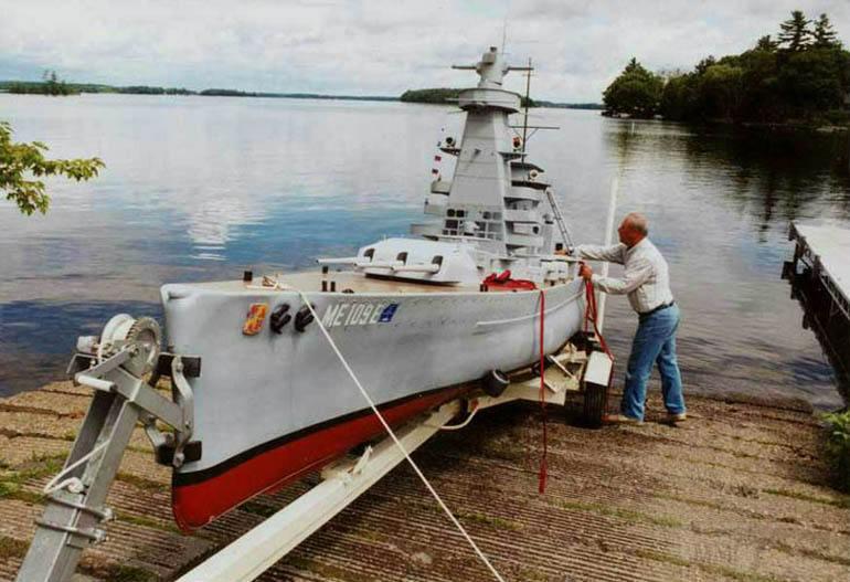 5220 - Модель «Адмирала графа Шпее» готова к спуску на воду