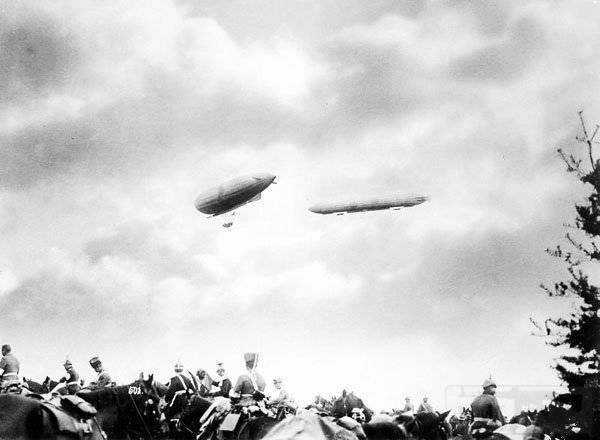 5242 - Цеппелины на маневрах германской армии. 1905 год.