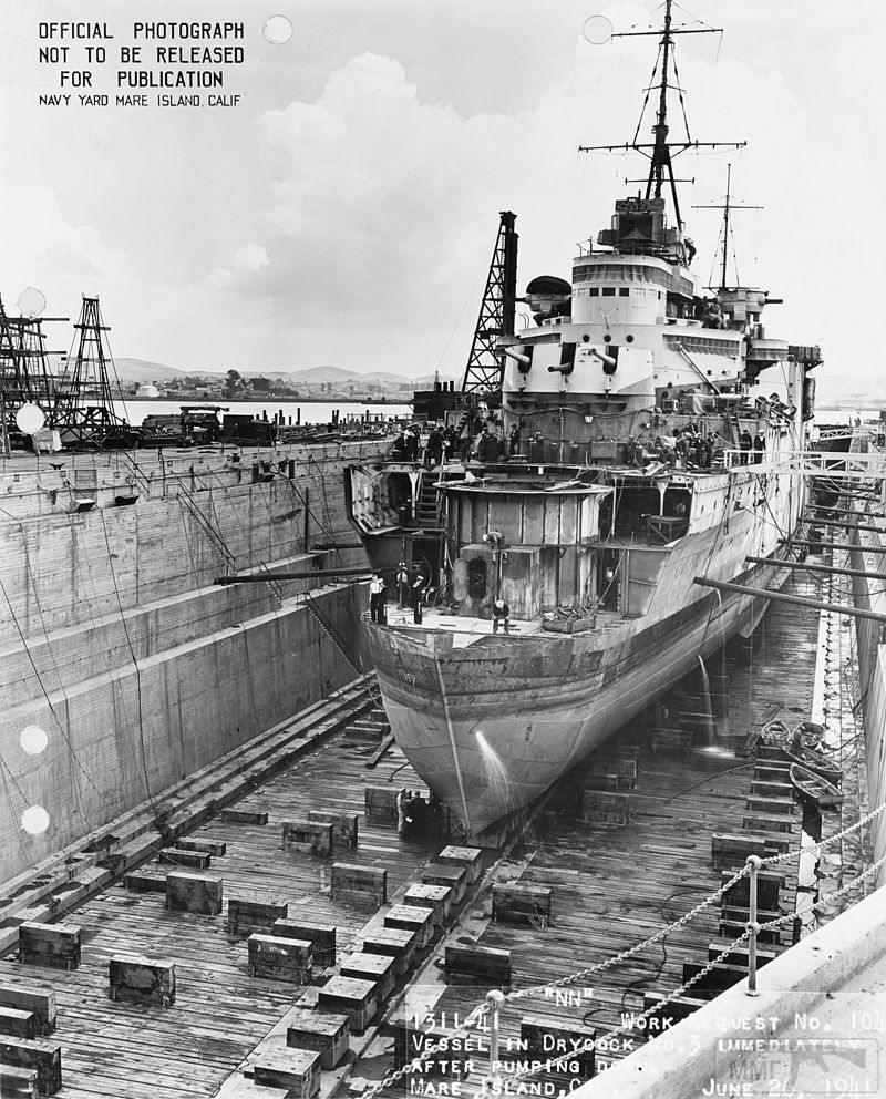 52436 - крейсер в доке .