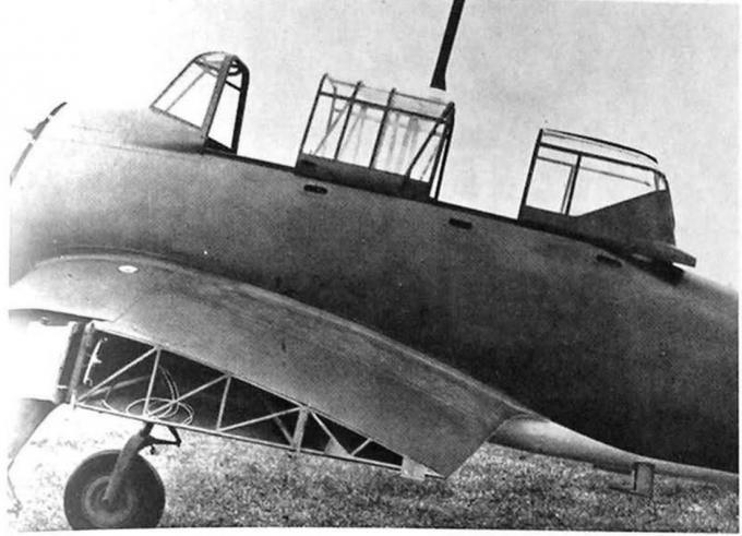 5295 - Также как у оригинала, у фонаря кабины реплики две отдельных сдвижных части. В уменьшенной копии самолета посадка не совсем удобна