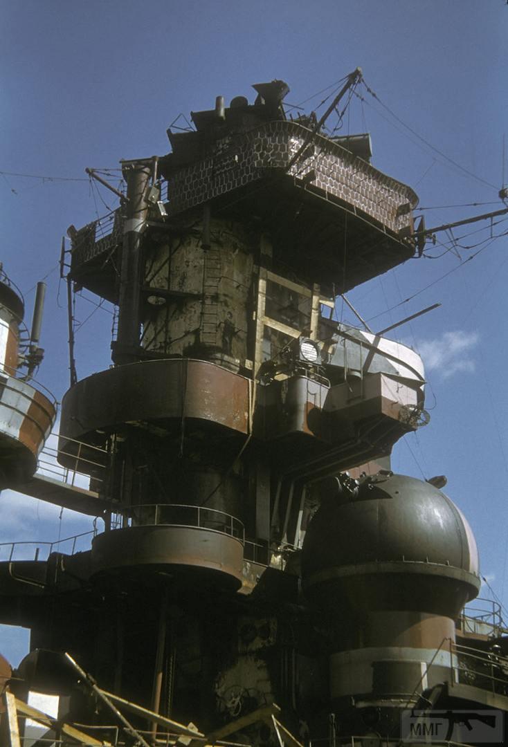 54950 - Надстройка крейсера Admiral Hipper после налета британской авиации на Киль.