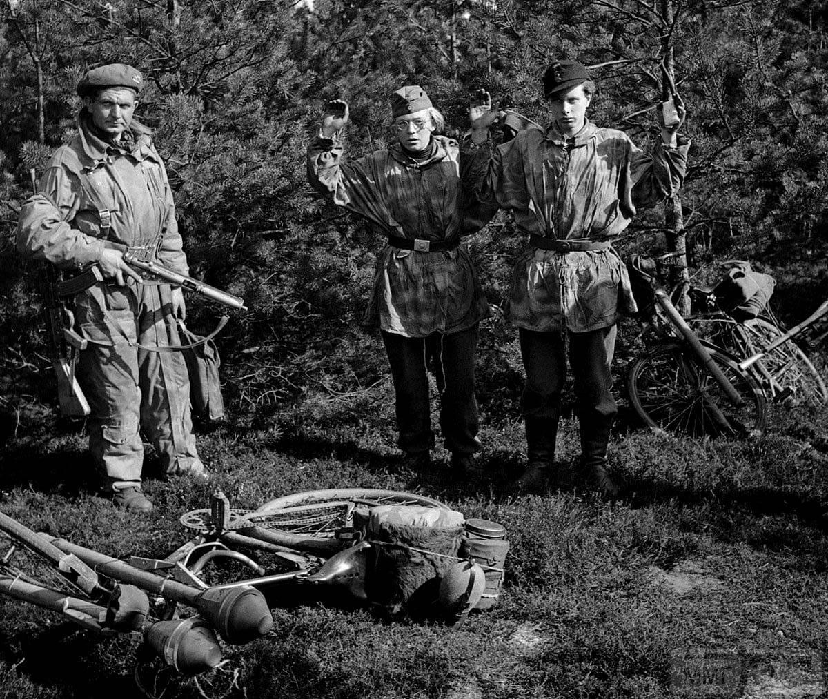 56296 - Ручной противотанковый гранатомет Panzerfaust (Faustpatrone)