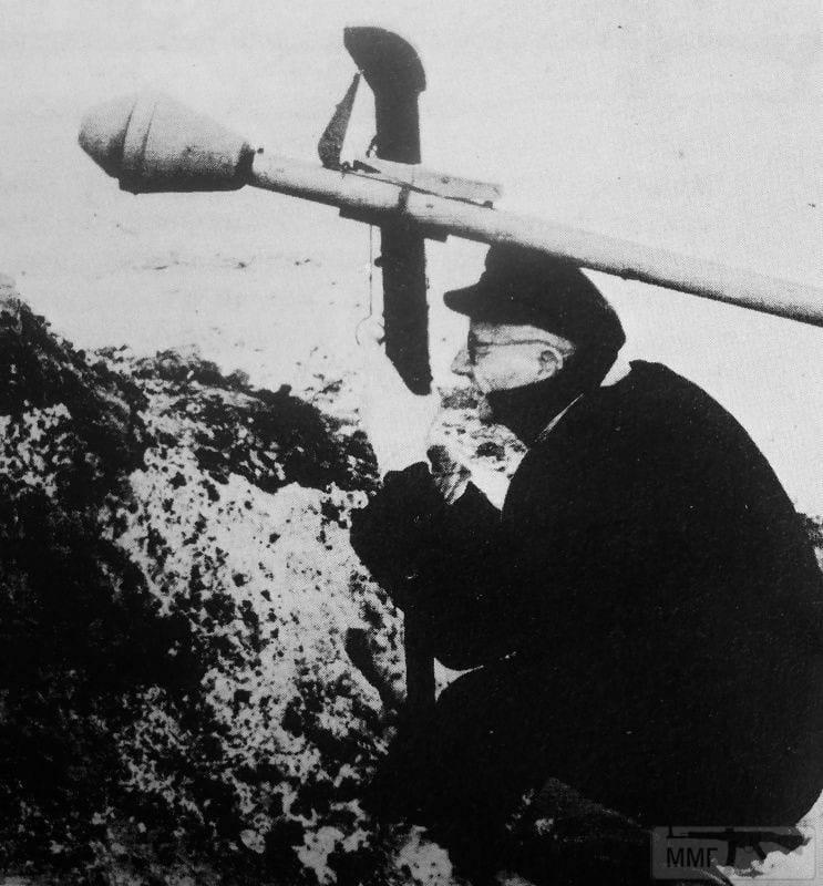 57193 - Ручной противотанковый гранатомет Panzerfaust (Faustpatrone)