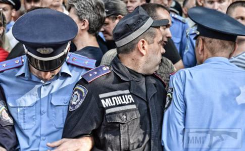 57433 - киевская милиция на каком то митинге