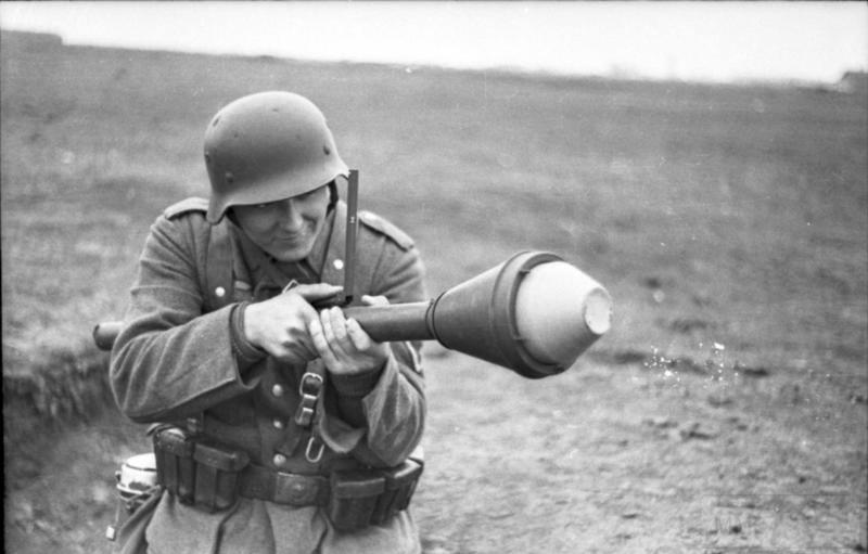 6110 - Ручной противотанковый гранатомет Panzerfaust (Faustpatrone)