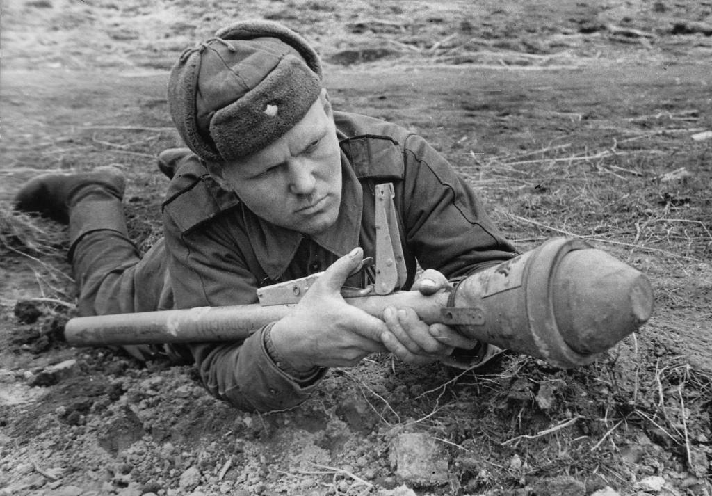 6127 - Ручной противотанковый гранатомет Panzerfaust (Faustpatrone)