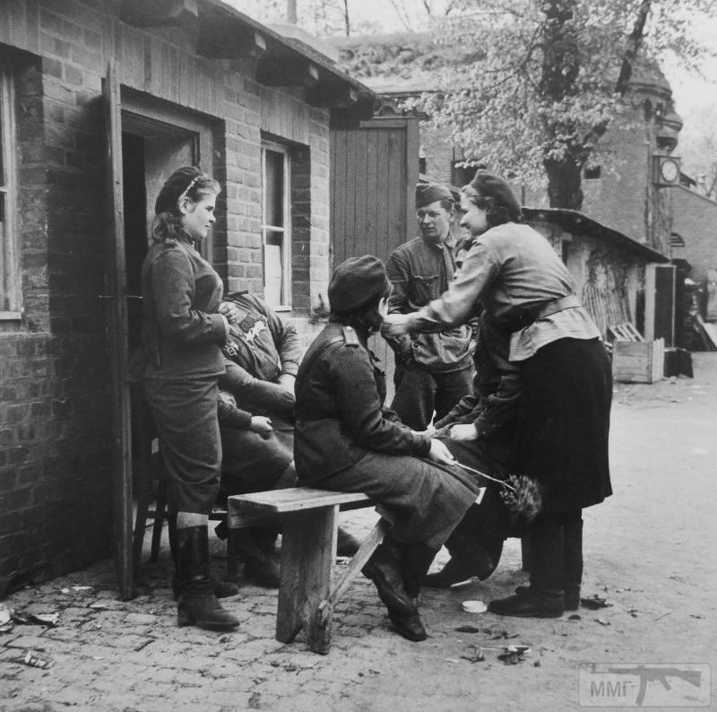 64464 - Женщины на войне.