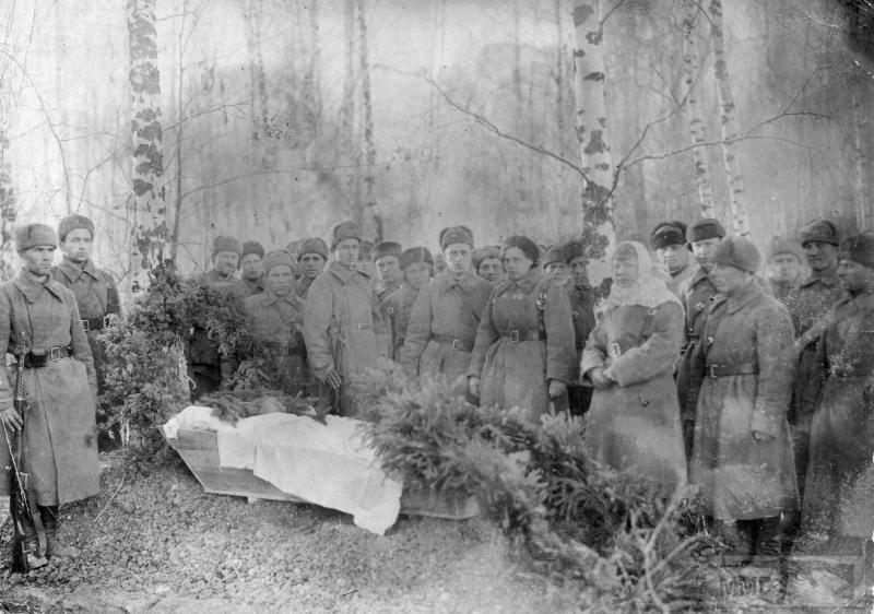 64531 - Женщины на войне.