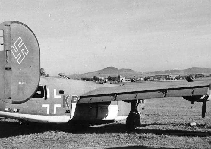 6890 - B-24M Liberator