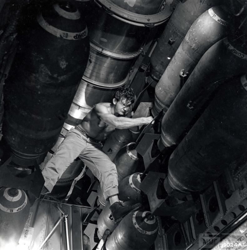 69043 - Стратегические бомбардировки Германии и Японии