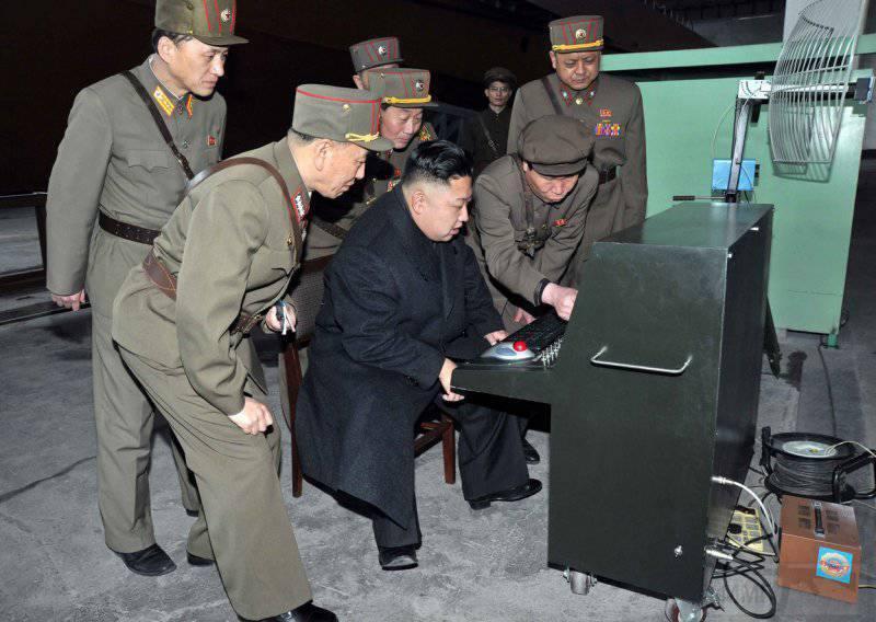 6950 - Северокорейский лидер Ким Чен Ын смотрит на последнее разработанное боевое и техническое оборудование, собранное на объекте 1501 Корейкой народной армии, 24 марта 2013.