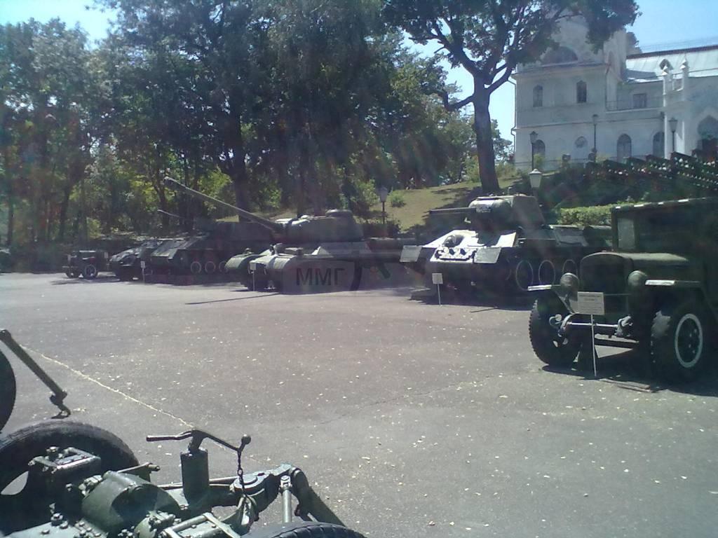 700 - музей Корсунь-Шевченківської битви.
