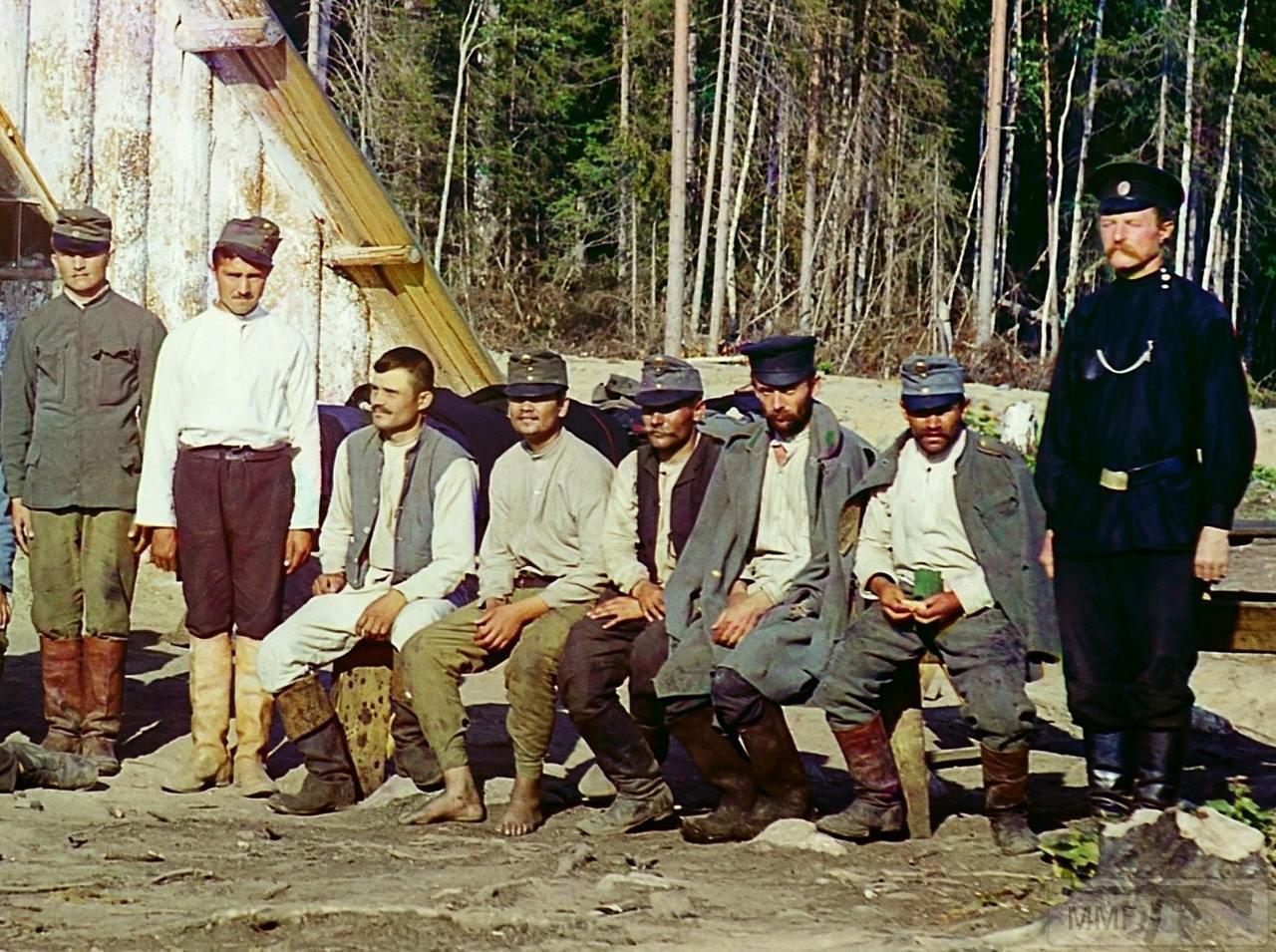 71651 - Военнопленные австрийцы у барака около станции Кивач в Петрозаводском уезде