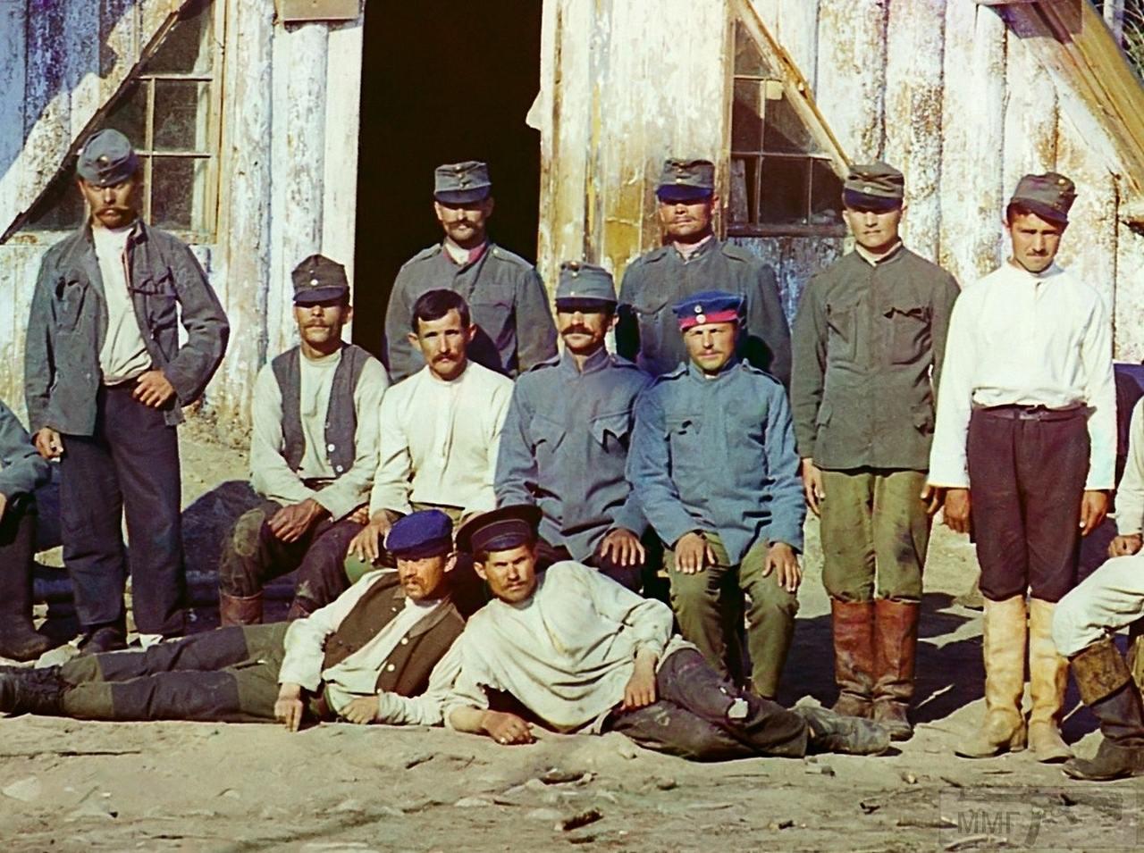 71652 - Военнопленные австрийцы у барака около станции Кивач в Петрозаводском уезде
