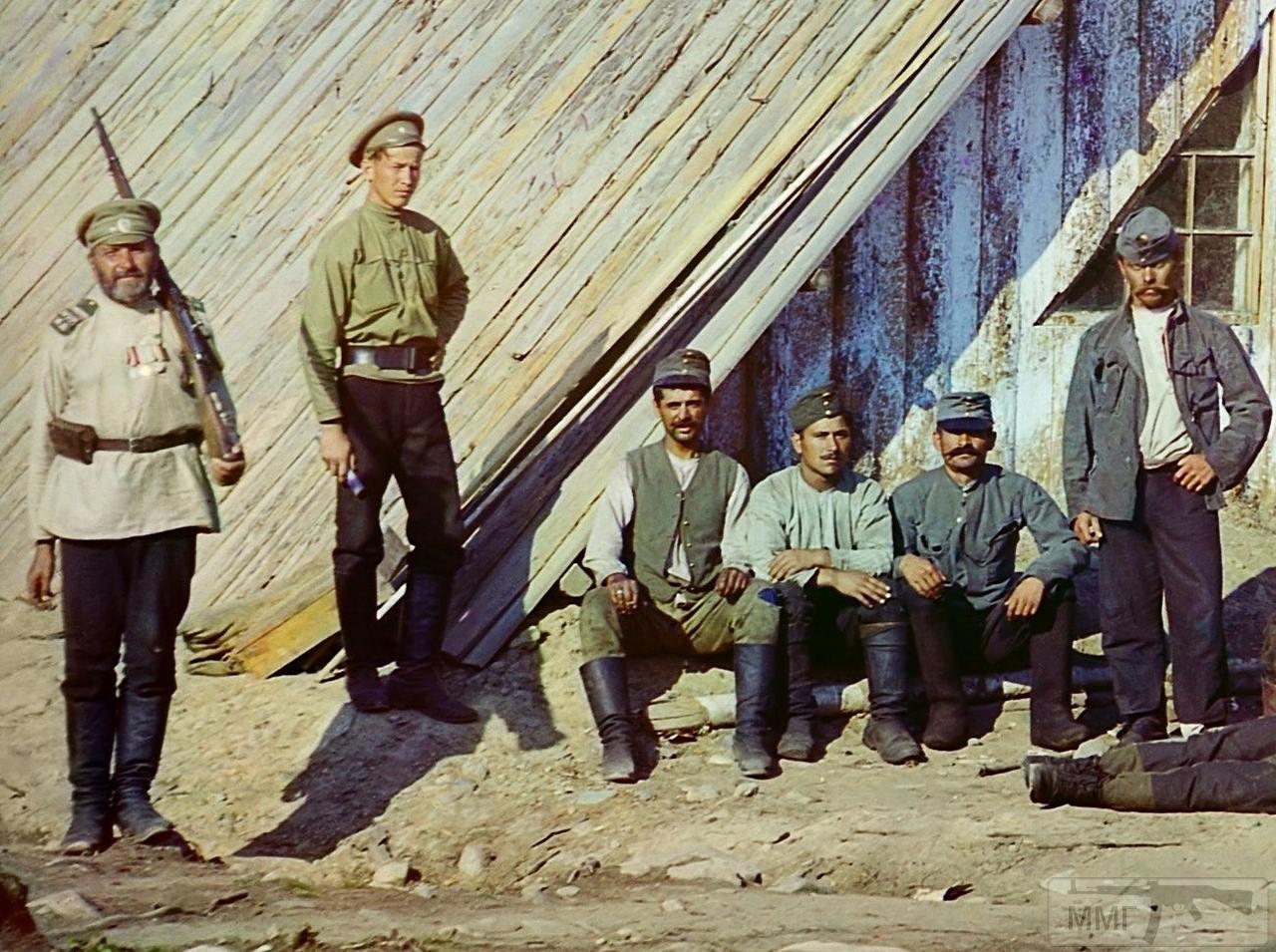 71653 - Военнопленные австрийцы у барака около станции Кивач в Петрозаводском уезде.