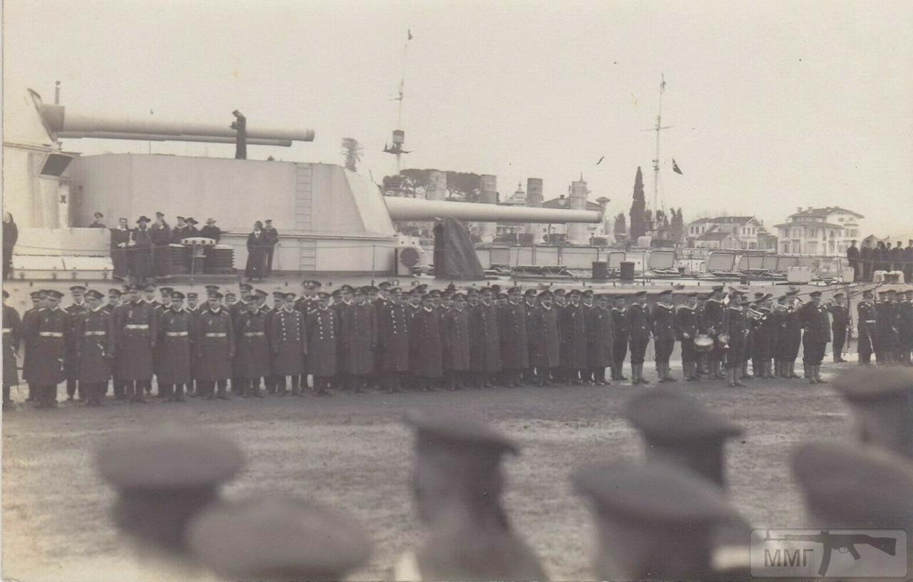 73172 - SMS Goeben и SMS Breslau на заднем плане в Константинополе, 1917 год.
