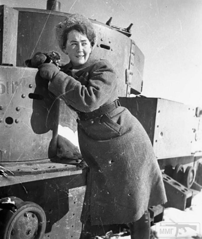 Открытка женщина на войне, днем матери