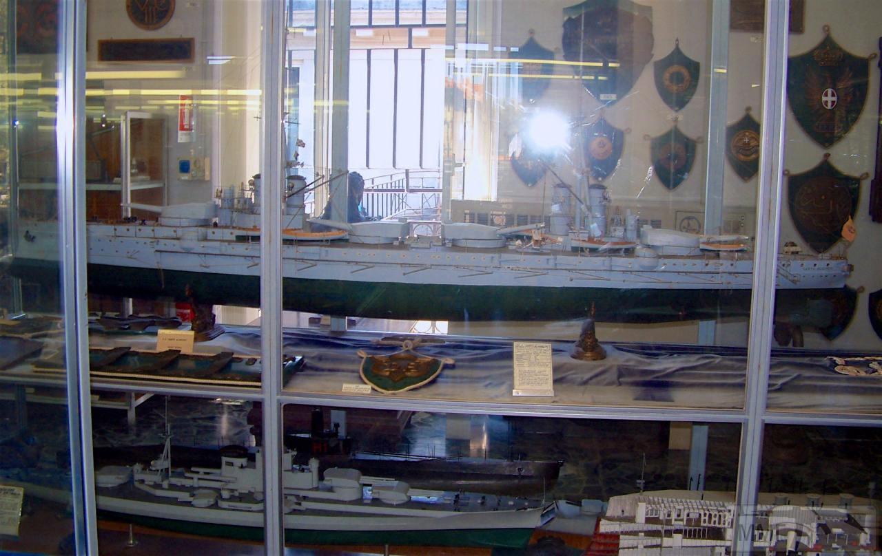 """76047 - Модель линкора """"Данте Алигьери"""" в Музее военно-морской техники в Специи."""
